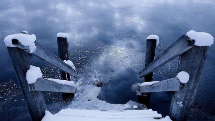 Frozen lake pontoon