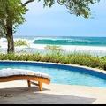 Petite piscine en bord de mer