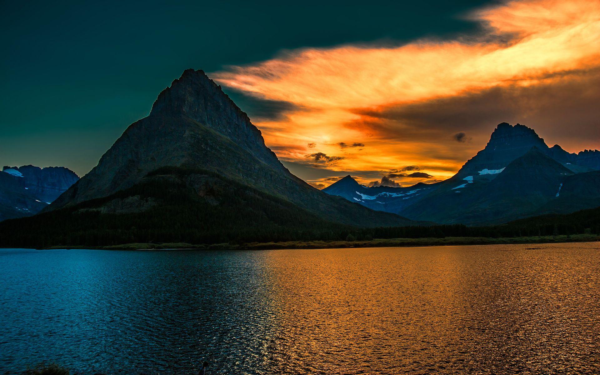 Coucher De Soleil Dans Les Montagnes Fond D Ecran Hd